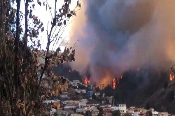 ده ها خانه در شیلی در محاصره آتش قرار گرفتند