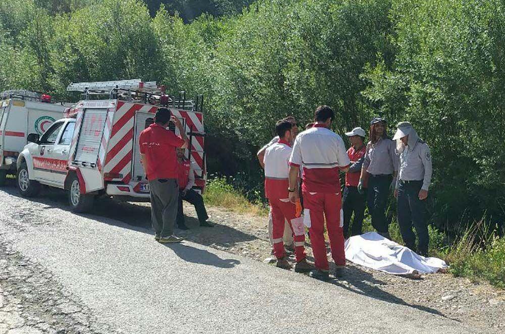 خبرنگاران جسد مرد غرق شده از رودخانه ونایی بروجرد بیرون کشیده شد