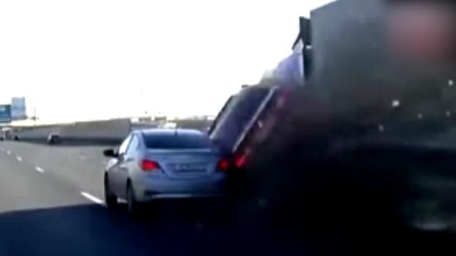 تصمیم جنون آمیز یک راننده در بزرگراه