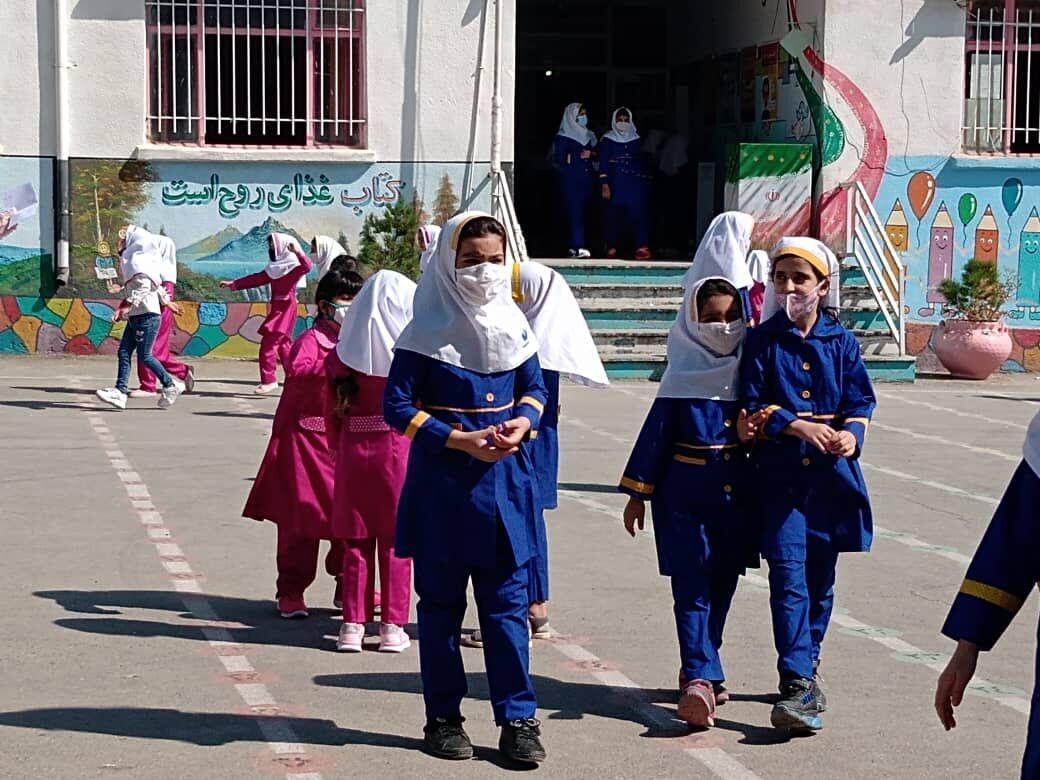 خبرنگاران اصرار بر آموزش حضوری برای جلوگیری از افت تحصیلی است