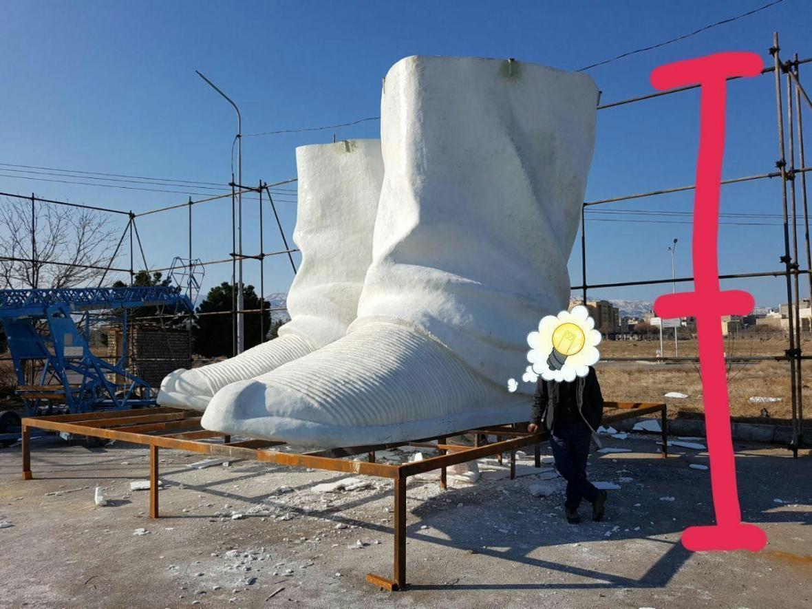 مجسمه فردوسی از دانشگاه فردوسی به پارک جنگلی طرق منتقل شد